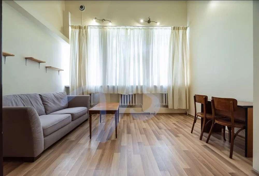 продам 2-кімнатну квартиру в Києві