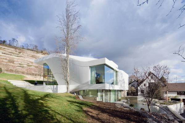 Van Berkel�s curvilinear house in Germany