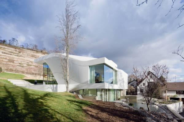 Van Berkel�s curvilinear house in Germany
