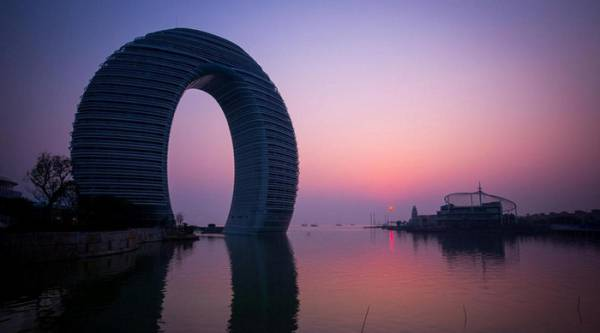 Unusual hotel- Horseshoe Sheraton in China
