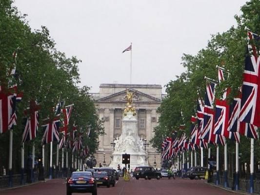 Королева Великобритании вынуждена сдавать свои дворцы в аренду