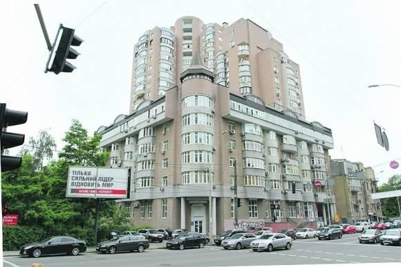 Стандартное жилье незаурядного человека: где проживает Славко Вакарчук?