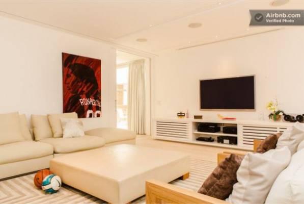 Футбольные фаны могут арендовать особняк Роналдиньо в Рио-де-Жанейро