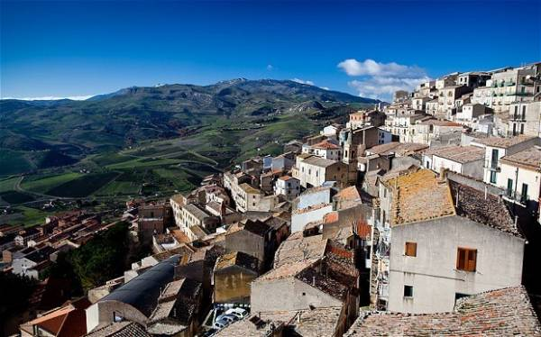 Жилье на Сицилии: 1 евро за средневековый дом
